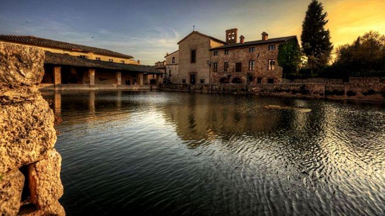 Le 5 terme pi belle dove rilassarsi in toscana quest estate gogoterme - Il loggiato bagno vignoni ...