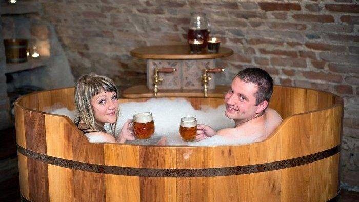 I 10 trattamenti termali pi strani in giro per il mondo - Bagno birra praga ...