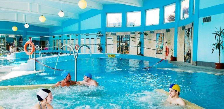 Offerte termali la sfida degli sconti corre sul web for Piani di palazzo con piscina coperta