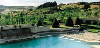 https://cdn2.gogoterme.com/slir/w780-c780:380/images/4/5/45-san-casciano-dei-bagni-piscina.jpg